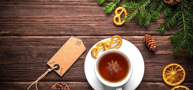 Ciepło domowego ogniska garść pierników,zapach adwentowej świecy, szczypta miłości trwają przygotowania,do Najpiekniejszych Świąt